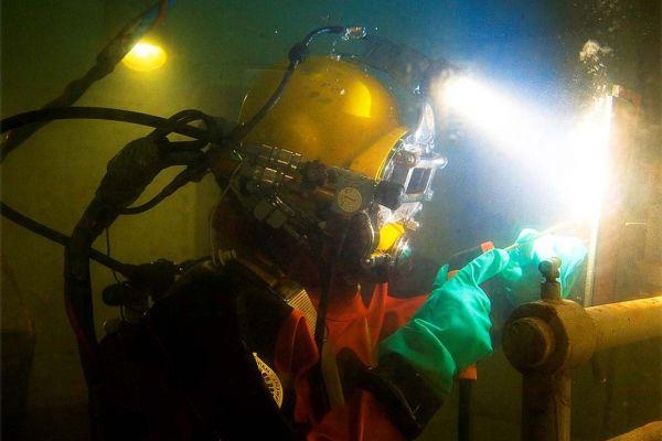 lasser-onder-water37297DF0-F0E2-397A-01AF-873C82BB6AF5.jpg